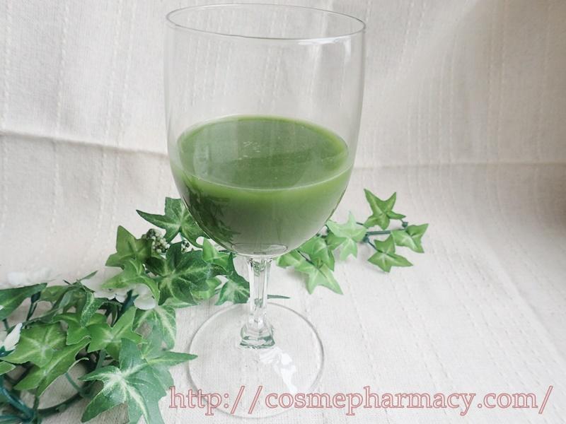 女性に嬉しい30種配合の「飲みごたえ野菜青汁」。初めて青汁を飲んでみた感想です。